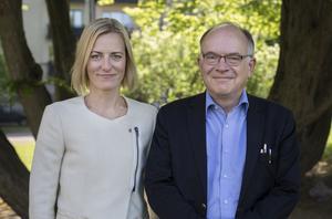 Oppositionslandstingsrådet Erika Ullberg (S) tillsammans med den av partiet utsedda utredaren Göran Stiernstedt. Stiernstedt har tittat på hur effektiv och bra vården är i Stockholmsregionen.