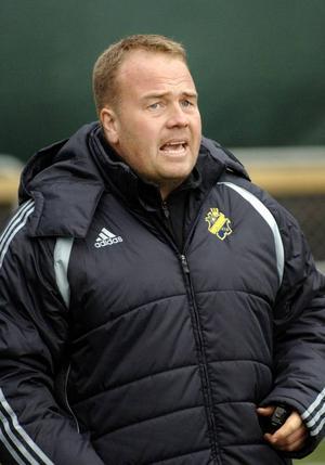 Från Västerås SK till Vålerenga i Norge. På fredag går flyttlasset för Jörgen Zetterström, som varit utan jobb sedan i somras, då VSK av ekonomiska skäl, tvingades säga upp den förre IFK Östersundstränaren.