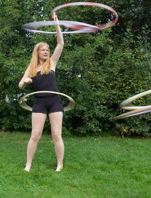 Melody Freeman, 15 år, vill få fler att börja med hoop dance.