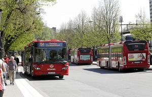 Bussen kan vara mer än bara en transport till jobb, skola och andra måsten. Nu under sommaren kan den också vara en transport till olika härliga utflyktsmål. Det vill man uppmärksamma med den så kallade Bussluffkartan.