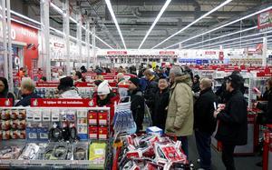 Det kommer garanterat att bli huggsexa i många butiker i morgon när det är