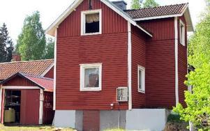 Huset på Rudvägen fick stora skador interiört i branden natten till fredagen.FOTO: MARIA SVENSSON