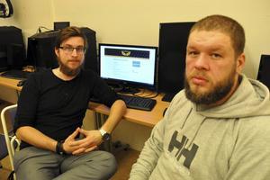 Patrik Hillerström och Mickael Jonsson får hjälp av sina elever på Helixgymnasiet med att arrangera helgens LAN-party i Säters FOlkets hus.
