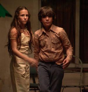 Det är kärleken till Maria (Violeta Palukas) som får rebellsonen Juan (Teo Gutiérrez Romero) att längta efter ett annat liv än sina föräldrars.Foto: Folkets Bio