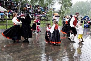 Vad gör det att det regnar, bara man får dansa!