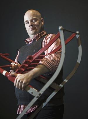 Niklas Folkegård från Varitégruppen Vaxir kan inte sluka svärd eller sparkstöttingar längre på grund av skador.