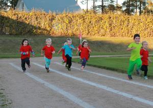 För att få rätt känsla så målades löparbanorna upp runt Svedjevallen.