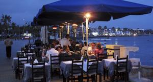 Theo's - bra familjedriven restaurang i Kato Pafos hamn.
