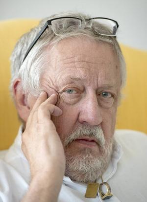 Misstankar om ett planerat terrordåd är temat för Leif GW Perssons nya deckare.
