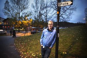 Enligt Michael McCarthy, säkerhetssamordnare på Södertälje kommun, så minskar antalet fyrverkeriförsäljare i Södertälje.
