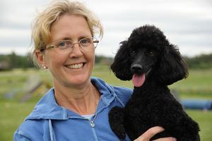 Malin Tangelt och hunden Hippi taggar för flera tävlingar i sommar. Europe Open i Frankrike, NM i Norge och inte minst VM i Spanien. – Vi ska satsa järnet, säger Malin.