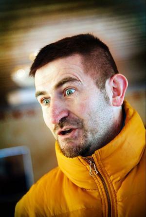 Dragan Bratic anser att Åre kommun ska följa lagen och ge honom alkoholtillstånd. Han anser att han behandlas annorlunda av myndigheterna.