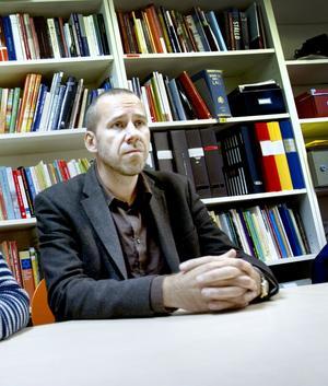 Jörgen Lindgren är lärare och representant för Lärarnas Riksförbund. Han berättar att stämningen bland lärarna är dämpad till följd av beskedet från politikerna.