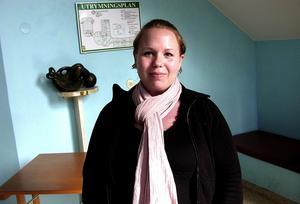 """Ung mamma. """"Det är inte kul att leva på 4 000 kronor i månaden. Ska vårdnadsbidrag införas måste det bli högre"""", säger Mikaela Jonsson."""