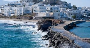 Naxos är en bördig och grönskande ö som är populär att resa till.