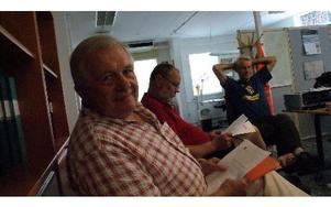 Lennart Finn (fr v), Rune Karis och Hans Berggren i Gruppen för skäliga sopavgifter anser att Miljödepartementet i sin skrivelse ger kommunen rätt att befria fäbodar och fritidshus från avfallsavgift.FOTO: CHARLOTTA RÅDMAN FRANS
