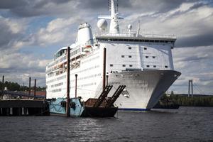 Ocean Gala lade till i Utansjö vid 16-tiden på tisdagen. Kustbevakningen var på plats för att övervaka.
