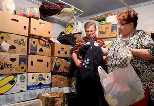 Genom givmilda människor har hjälparbetet gjorts  möjligt. Raimo Hakula och Anna-Liisa Palosaari är tacksamma.