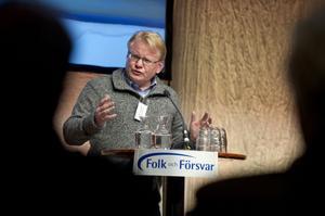 Peter Hultquist slog ett slag för de sämst betalda soldaterna under pågående Folk och Försvar i Sälen under söndagen. Socialdemokraterna vill att de svenska soldaters låga löner ska utredas.