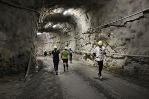 Uppåt och neråt gick löpbanorna i gruvan.