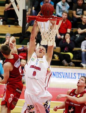 Det tog inte många månader innan André Nilsson började längta tillbaka till basketen.