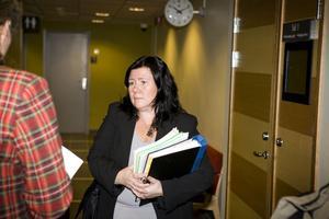 Åklagaren Stina Sjöqvist tycker att våldtäktsmisstankarna mot den 52-årige Njurundabon är särskilt allvarliga eftersom mannens familj har varit stödfamilj åt den nu 14-åriga flickan.