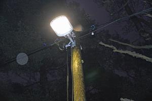 Den nya belysningen till elljusspåret på Stadsberget är en rejäl uppdatering jämfört med tidigare.