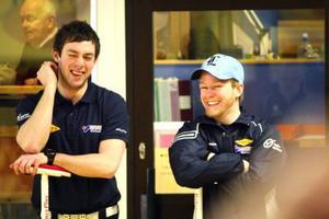 Sebastian Kraupp och Niklas Edin pratar taktik och är avspända. Segern är snart klar.