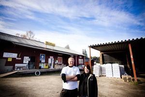 Makarna Anna och Jonas Larsson i Järvsö planerar att börja bränna sitt eget brännvin på gården i Järvsö.