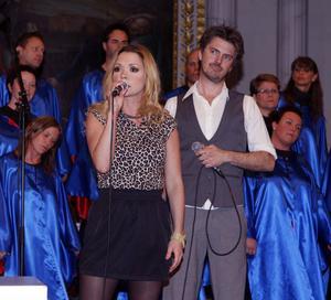 Anna Sahlin och Jakob Stadell har sjungit i Färila kyrka förr och tyckte det var roligt att vara där igen.