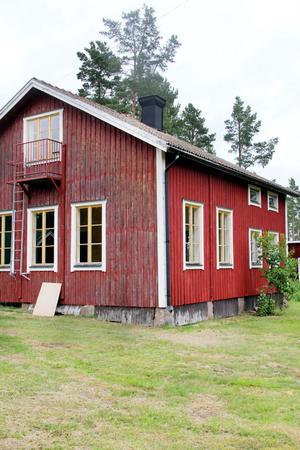 Skolhuset ligger på en av de attraktivaste tomterna i hela fiskeläget. Objektet blev inte svårsålt.