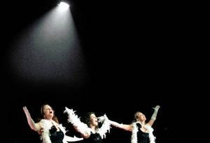 Foto: Henrik FlygareBoabehängda Divor in action, Anna Brandt, Angelika Lindahl och Camilla Karlsson.