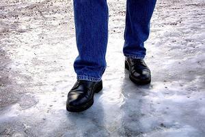 Underkylt regn gör det svårt för kommunens sandare.