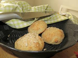 Frukostbröd baserade på havregryn, rismjöl och kvarg kan även användas som hamburgerbröd.