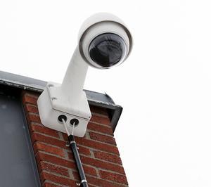 Skribenterna uppskattar att fler övervakningskameror ska sättas upp.