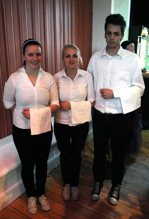 Matilda Vestbergs, Ida Johansson och Magnus Eriksson var tre av dem som serverade studenterna.