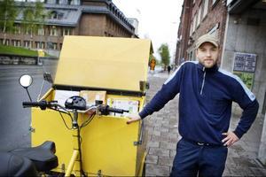 Andreas Lander arbetar som brevbärare inom Östersund tätort och säger att arbetsbördan och stressen ökar för varje år.