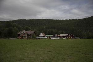 På gården finns elva byggnader.