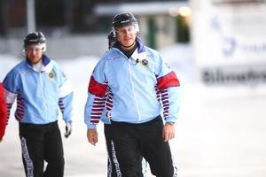 Domaren Stefan Johansson lydde inte Mattias Bloms domslut.