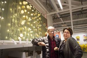 Vi letade inte julsaker speciellt men passade på att köpa en ny ljusslinga, berättar Jan Leiknes och Maria Näsholm från Sollefteå.