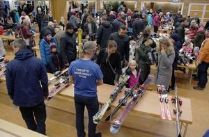 Skidor till barn, både på längden på utför, hör till den utrustning som väcker mest intresse.