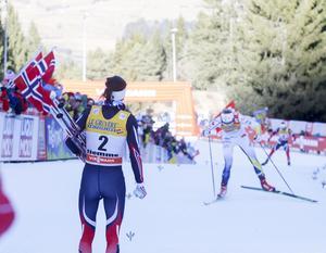 Heidi Weng hejar fram Stina Nilsson og Ingvild Flugstad Östberg.