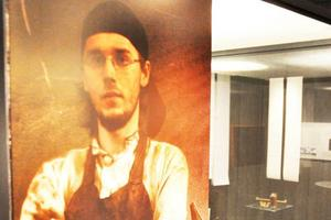 Patrik Hjort är en av tre hantverkare som gjort föremålen i utställningen