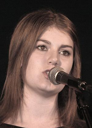 Bea Hjelte duktig sångerska.