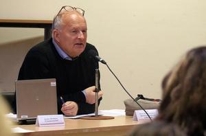 Sten-Ove Danielsson (S) pekar ut lärare, socionomer och sjuksköterskor som målgrupp för den utökade lönesatsning  som kommunfullmäktige i måndags beslutade avsätta medel till.