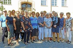 För 50 år sedan utexaminerades de från lärarseminariet i Falun. Nu har de träffats igen. På bilden syns fr v AnnChristin Gallegos/Ludvika, Christina Josefsson/Västerås, Ingmarie Gustafsson/Borlänge, Eva Martinsson/Hudiksvall, Elisabeth Groth/Järfälla, Anna-StinaPalm/Torshälla, Anita Fritz /Västerås, Christina Völcker/Strängnäs, Margit Reinikainen/Alnö, Lena Arvidssson/Järfälla, Margareta Storm/Örebro, Inga Inedahl,/Nossebro, Marianne Husfeldt-Hansson/Falun, Inger Hagdahl/Falun, Lisbeth Hampus-Andrén/Stockholm, Elisabeth Johansson/Kumla och Kerstin Gustavsson/Köping.