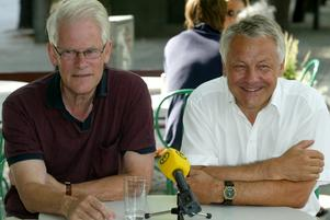 Bild från 25 juli 2003. De tidigare partiledarna Ingvar Carlsson (S) och Bengt Westerberg (L) har gemensam pressträff om euron, som de båda vill ska införas i Sverige i folkomröstningen det året.