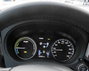 Det går att följa hur motorpaketet arbetar. Efter några mil blir det en tävlan att försöka köra på el så långt det går.