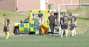 Oscar Wallén Ljunggren fick hämtas med ambulans, troligen med befarad hjärnskakning.