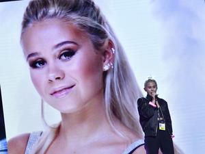 Lisa Ajax framför sitt bidrag I don't Give A under repetionerna inför Melodifestivalens andra deltävling i Malmö arena.